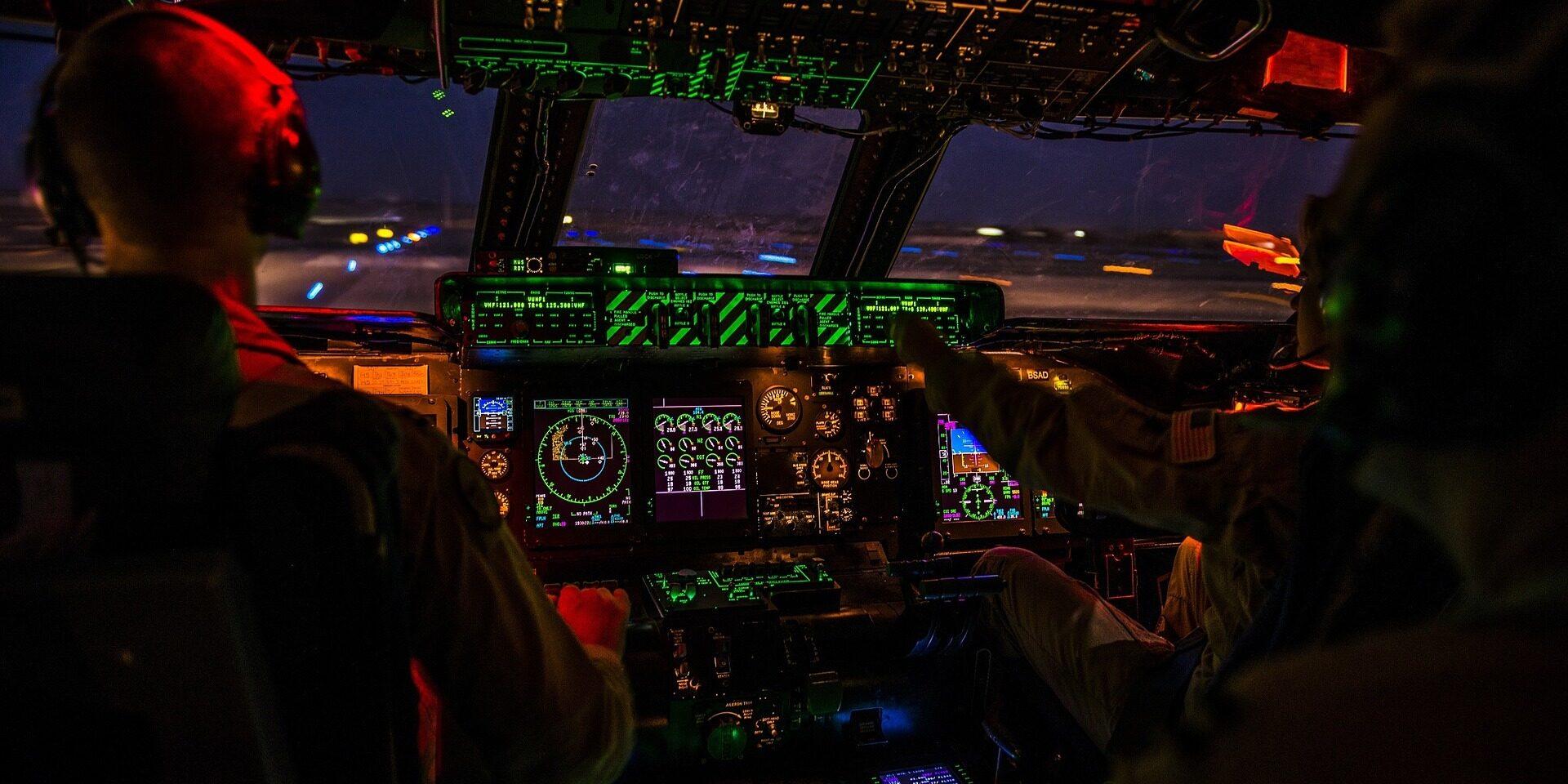 cockpit-1442715_1920